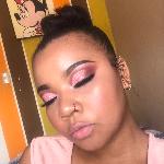 Blogger  Kamila Castro  - Artista de maquillaje.